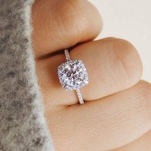 Jewelry - - SALE 🔥 RING IN SILVER & ZIRCON - SIZE 5